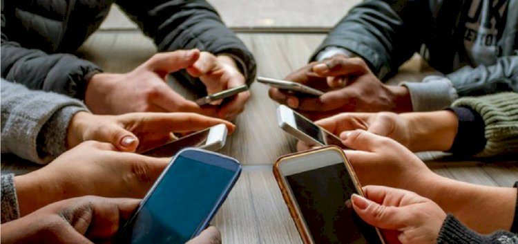 The Damage That Smartphones Are Doing To Us