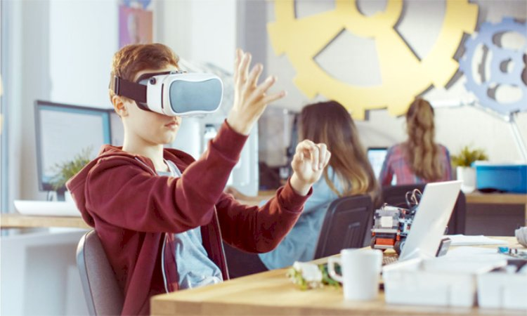 Virtual Reality in Entertainment and Education